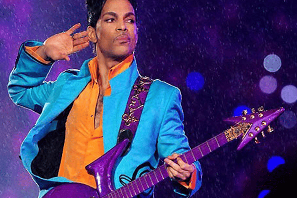 Prince plays Purple Rain Superbowl