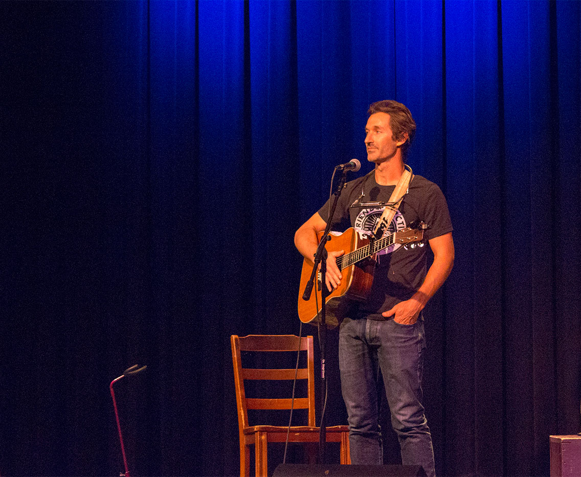 Singer/songwriter Griffin House shares rich narratives with audience