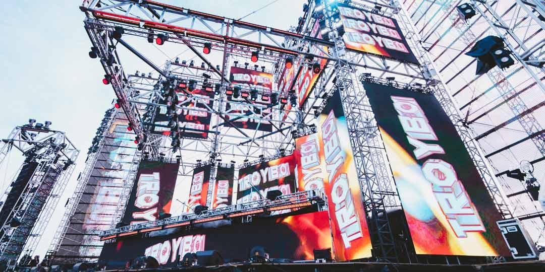 Troyboi Performs Solstice Stage SAMF Spring Awakening