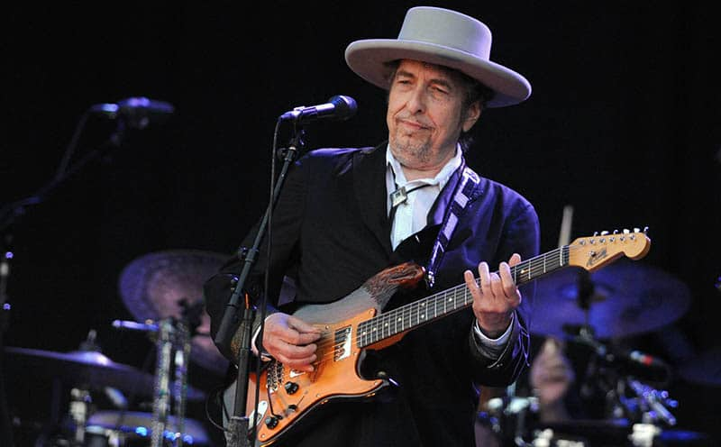 Bob-Dylan-On-Stage-Performing